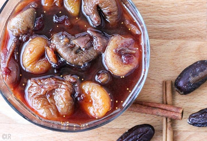 Schaaltje tutti frutti, gedroogd fruit dat is opgekookt en zo een lekker siroop heeft.