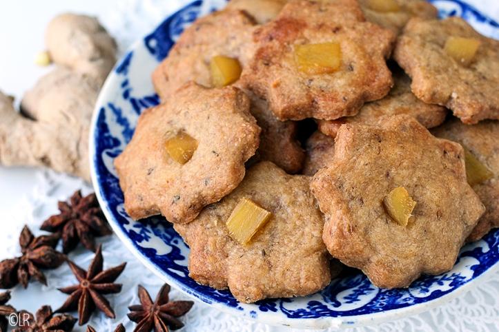 Heerlijk ouderwets knapperige zandkoekjes met een warme anijssmaak en een blokje eigengemaakte stemgember er op.