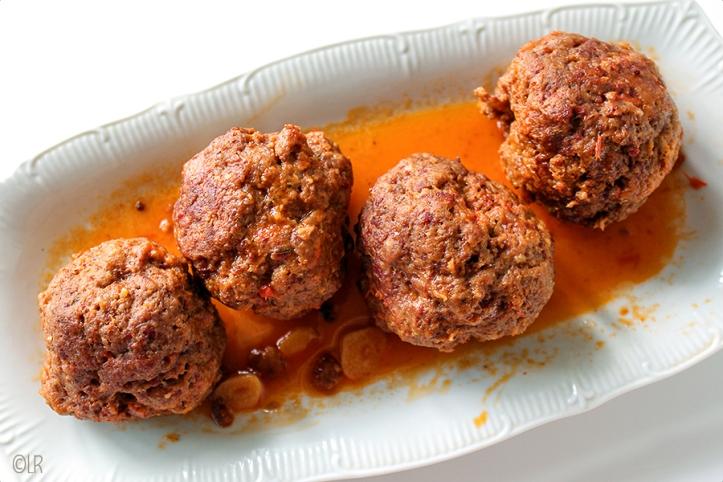 4 heerlijke balletjes gehakt in eigen jus met de verrassende smaak van gerookt vlees.